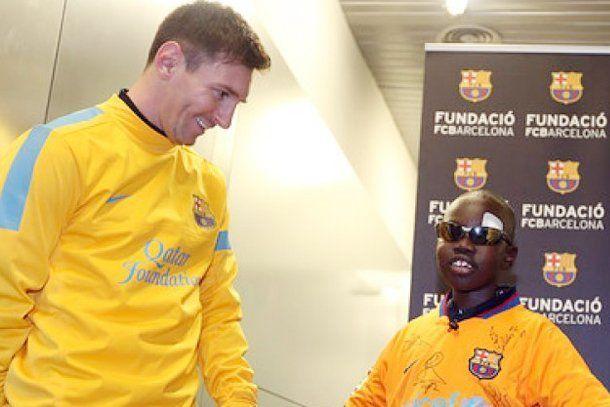 Un niño ciego reconoció a Lionel Messi con sólo tocarlo