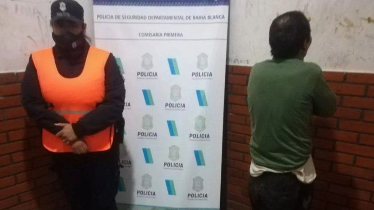 Vecinos atraparon, golpearon y desnudaron a un hombre que robó un celular