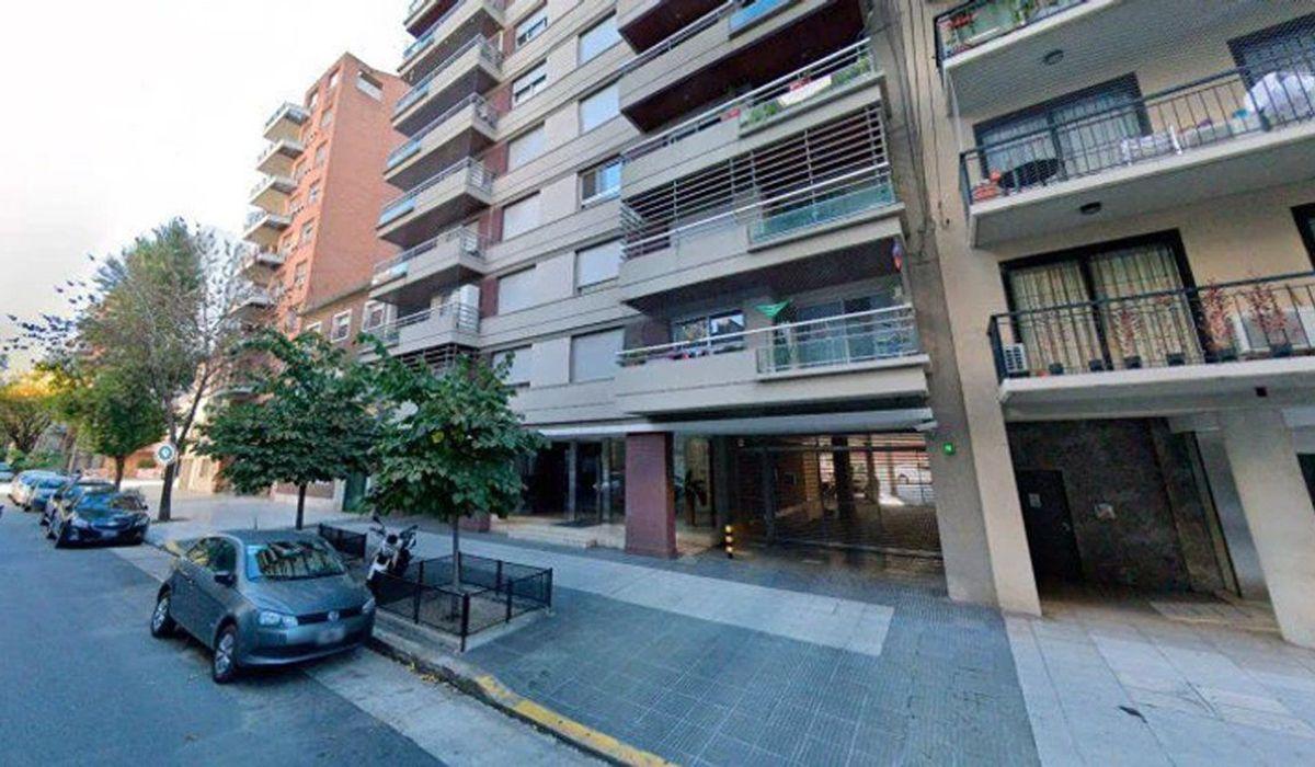 La mujer cayó desde el sexto piso del edificio ubicado en la calle Tomás Le Breton al 4900