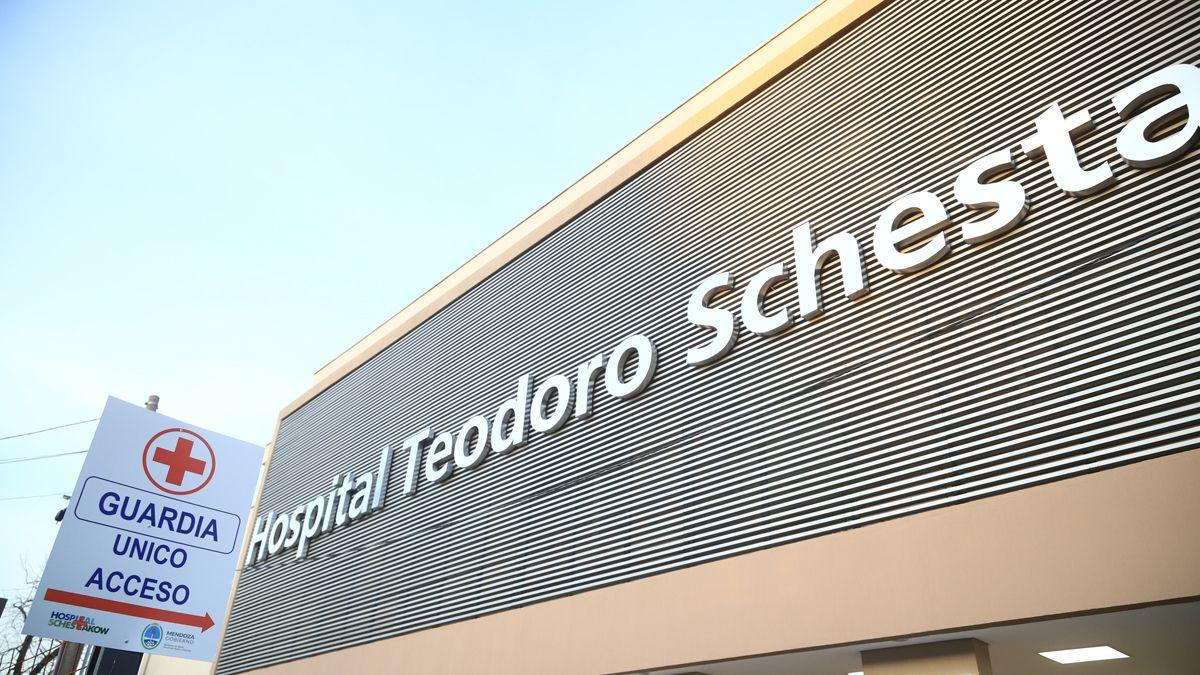 Una de las jóvenes atacadas fue ingresada al Hospital Schestakow con una herida en las costillas.