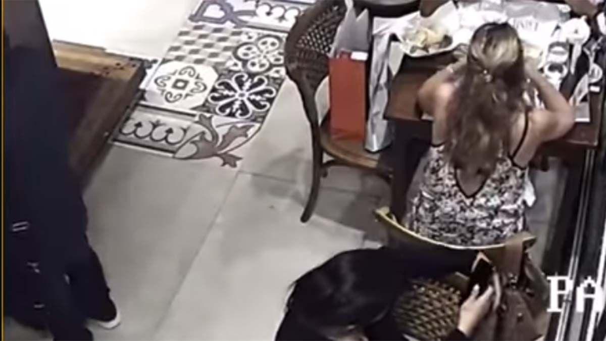 Video: así le robaron a una mujer en un conocido shopping de Mendoza