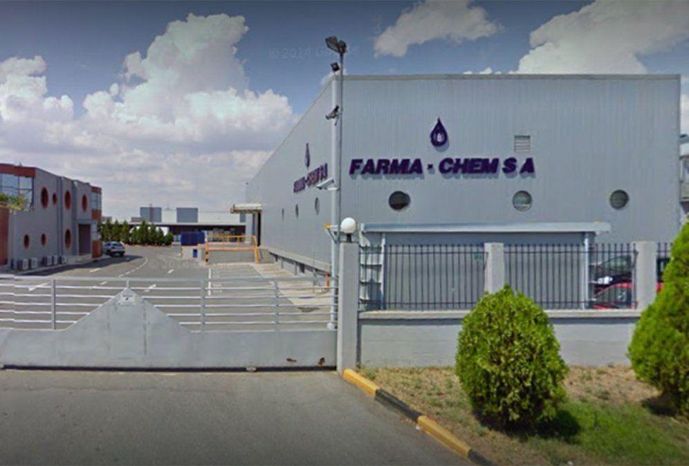 ANMAT prohibió este viernes un alcohol en gel y otro líquido que se vendían a través de redes sociales porque la empresa Farma-Chem que los hace no está habilitada.