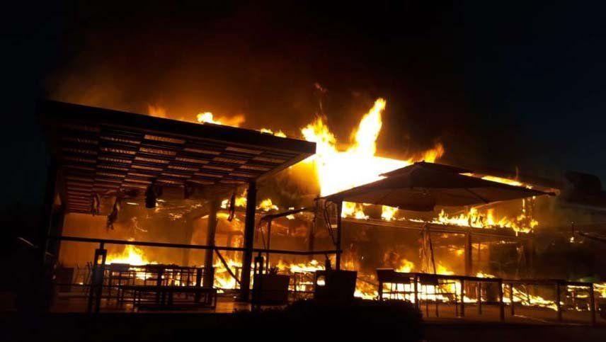 El restaurante de una reconocida bodega se incendió por completo