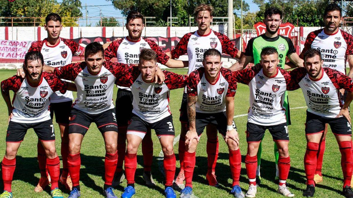 El equipo que llegó a la final del Regional Amateur ante Independiente de Chivilcoy.