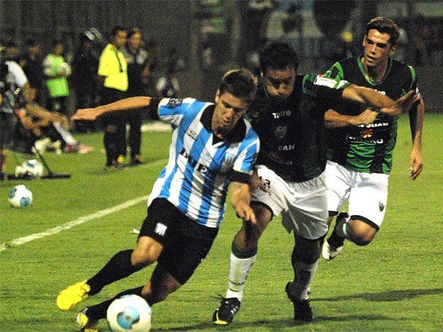 Racing goleaba a San Martín de San Juan y el partido fue suspendido