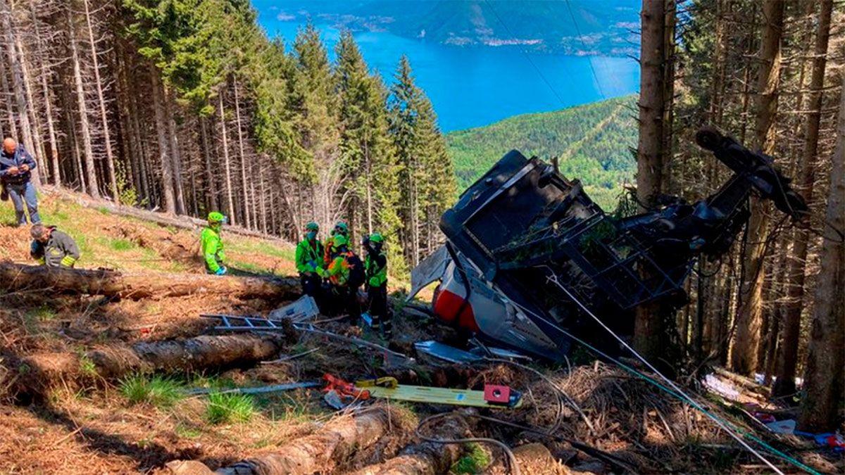 Tragedia en Italia: cayó un teleférico y hay nueve muertos