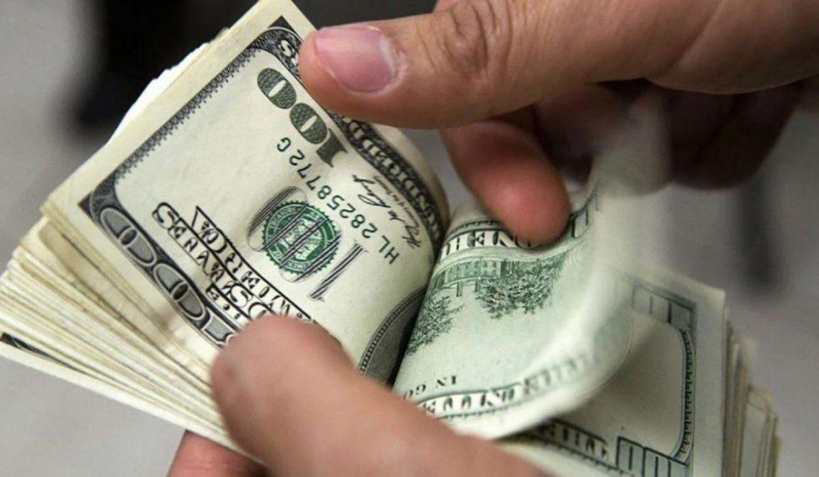El dólar paralelo cerró la jornada aa $153.