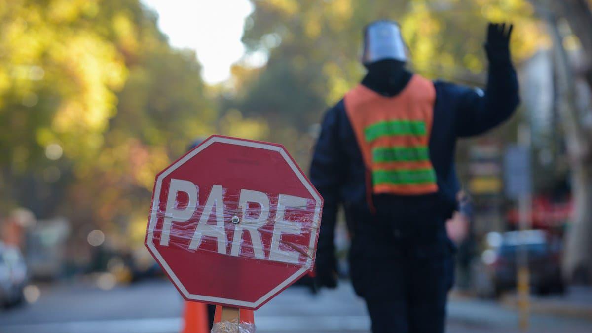 La medida durante el confinamiento contará con 3.500 efectivos policiales en las calles y 400 puestos