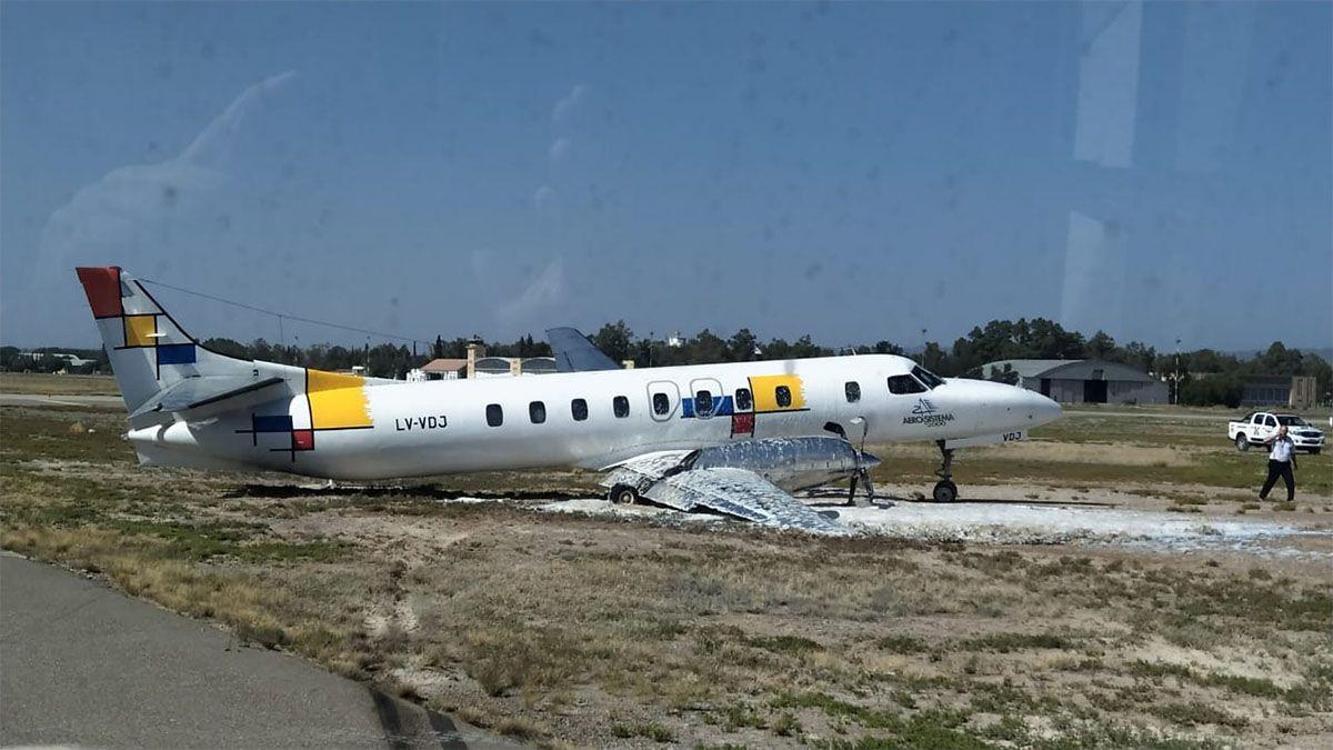 Un pasajero del avión despistado fue trasladado al hospital