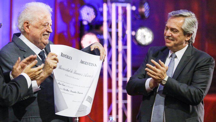 El presidente Alberto Fernández participa de un acto en el que Ginés González García recibe un doctorado honoris causa en la Facultad de Medicina de la UBA. Fue el 3 de diciembre de 2019.