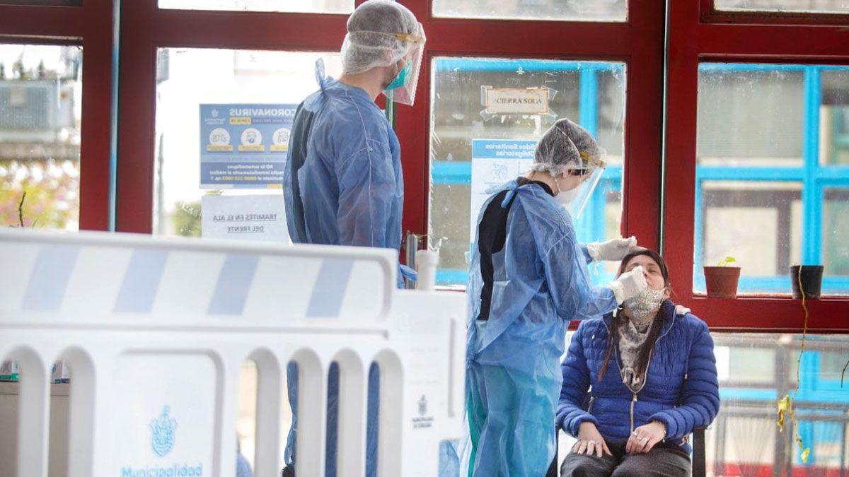Bajó el promedio diario de contagios en Argentina
