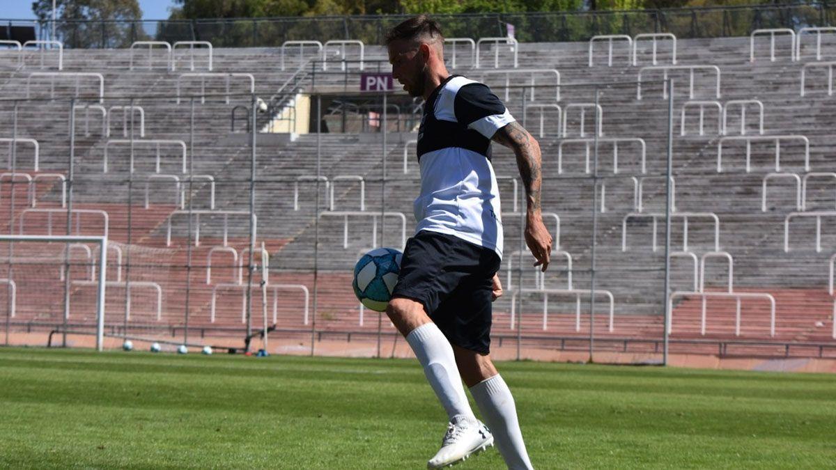 El defensor Raúl Iberbia sumó minutos de fútbol en el amistoso ante Deportivo Maipú.