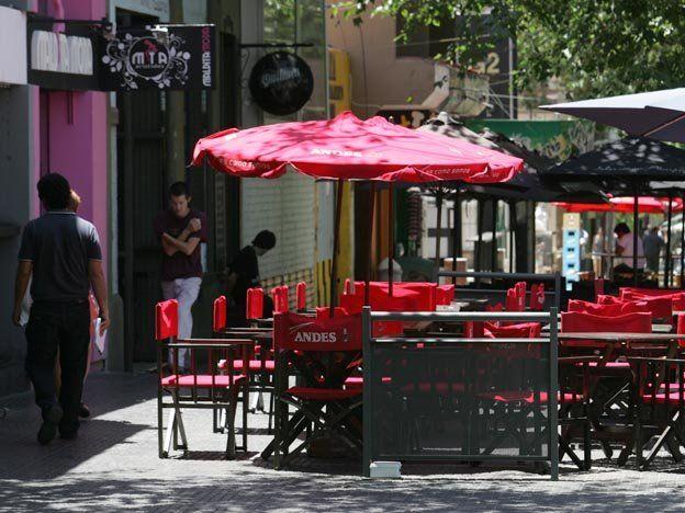 Por la crisis económica ya cerraron definitivamente más de 200 locales gastronómicos y hoteles de Mendoza.