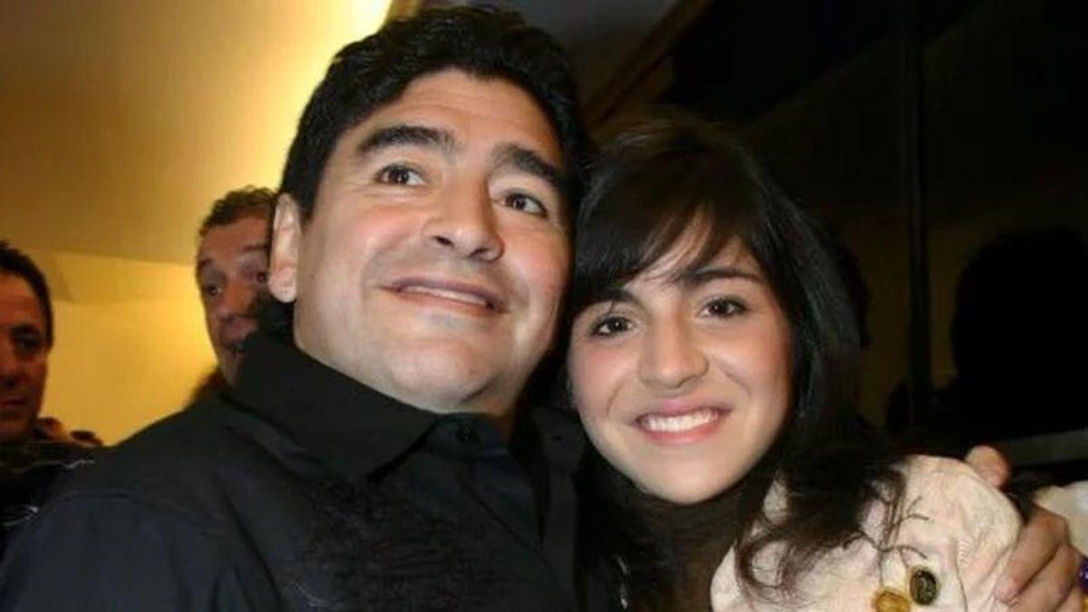 Gianinna Maradona recordó a su padre en navidad.