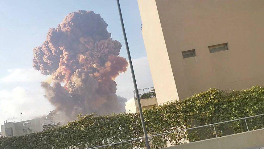 Videos: al menos 73 muertos y 3.700 heridos por potentes explosiones en Beirut