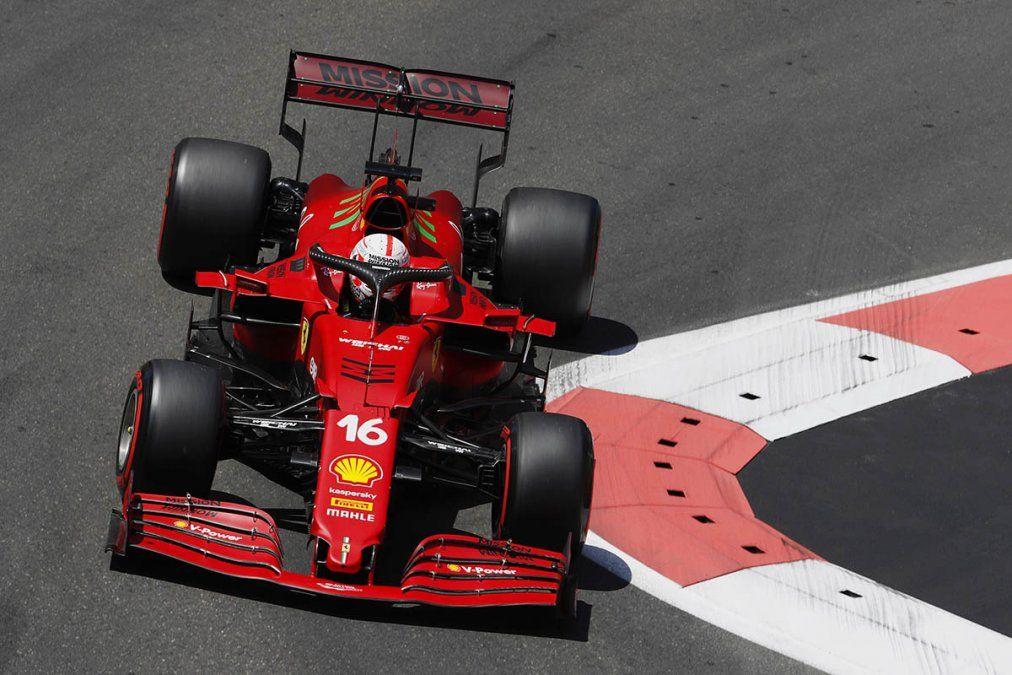 Fórmula 1: Charles Leclerc larga adelante en Azerbaiyán