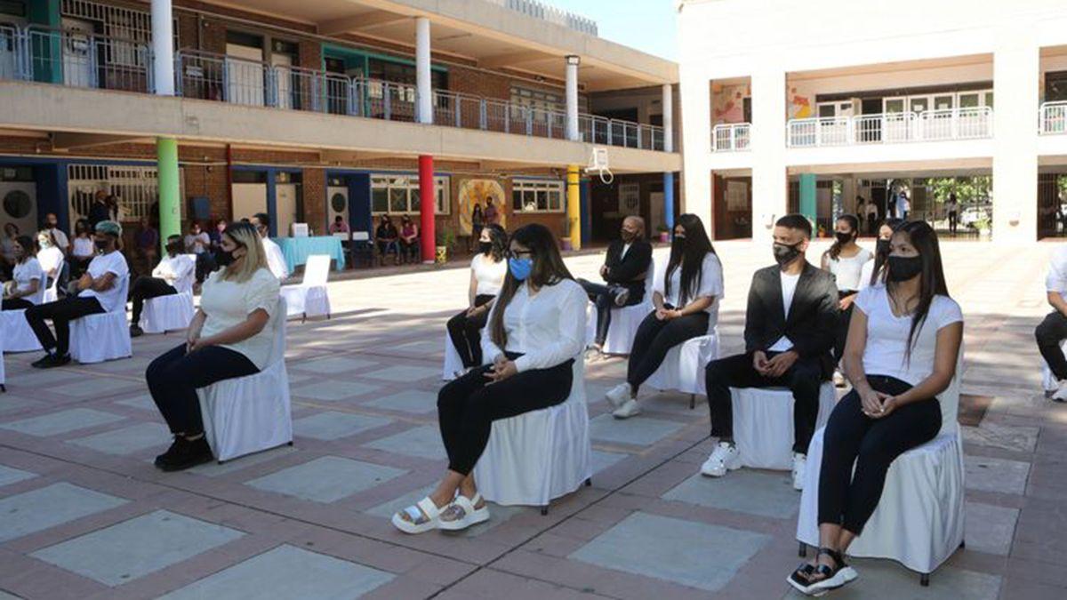 Los alumnos de 5º 3 de la escuela José Vicente Zapata tuvieron su acto de colación de despedida del ciclo 2020.