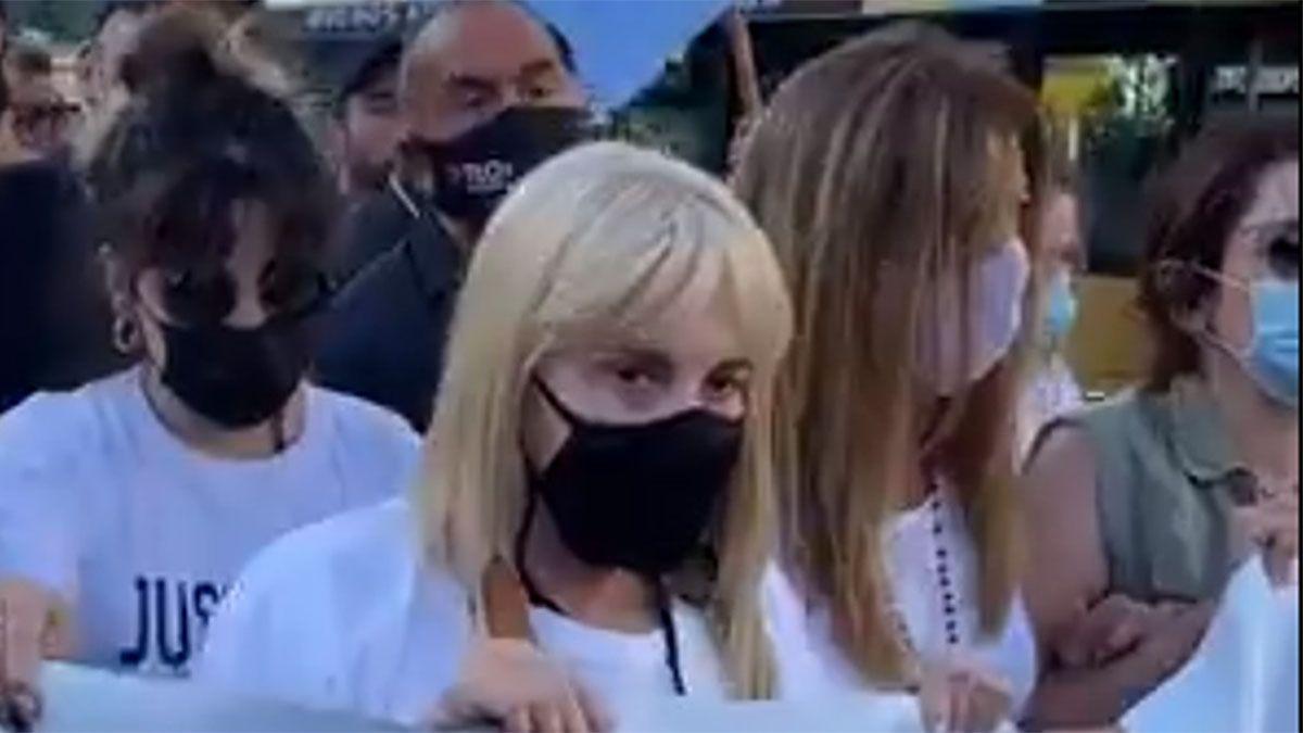 La marcha por Maradona se volvió concentración y Claudia y las hijas se fueron