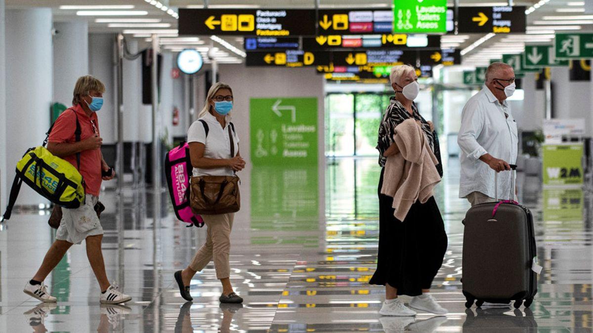 Los viajeros argentinos que arriben a España a partir del 27 de julio deberán hacer una cuarentena obligatoria por diez días en su domicilio o alojamiento.