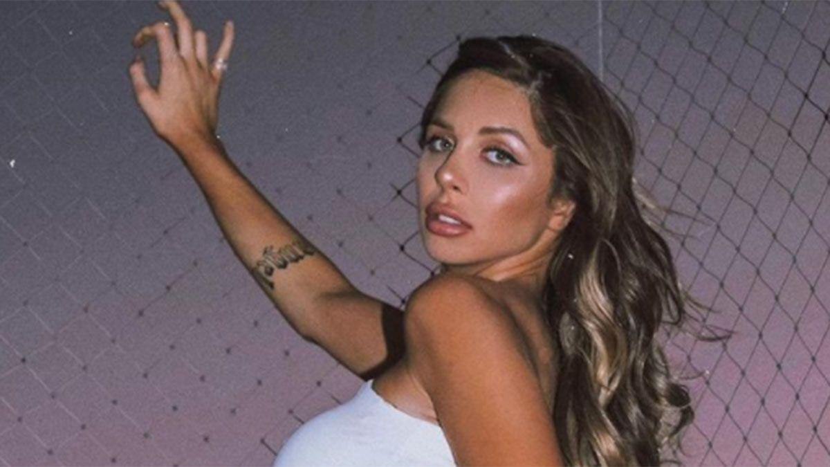 Romina Malaspina causó revuelo con la foto junto a una amiga en topless.