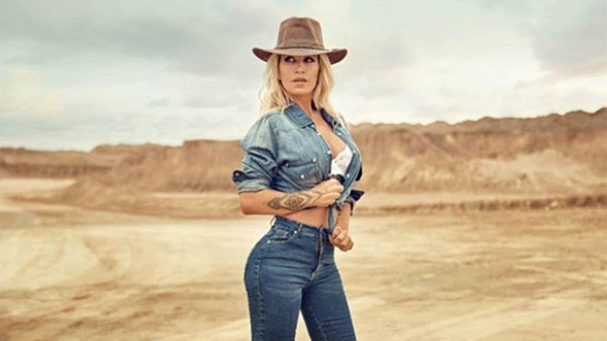 Flor Peña se inclina por los jeans apretaditos.