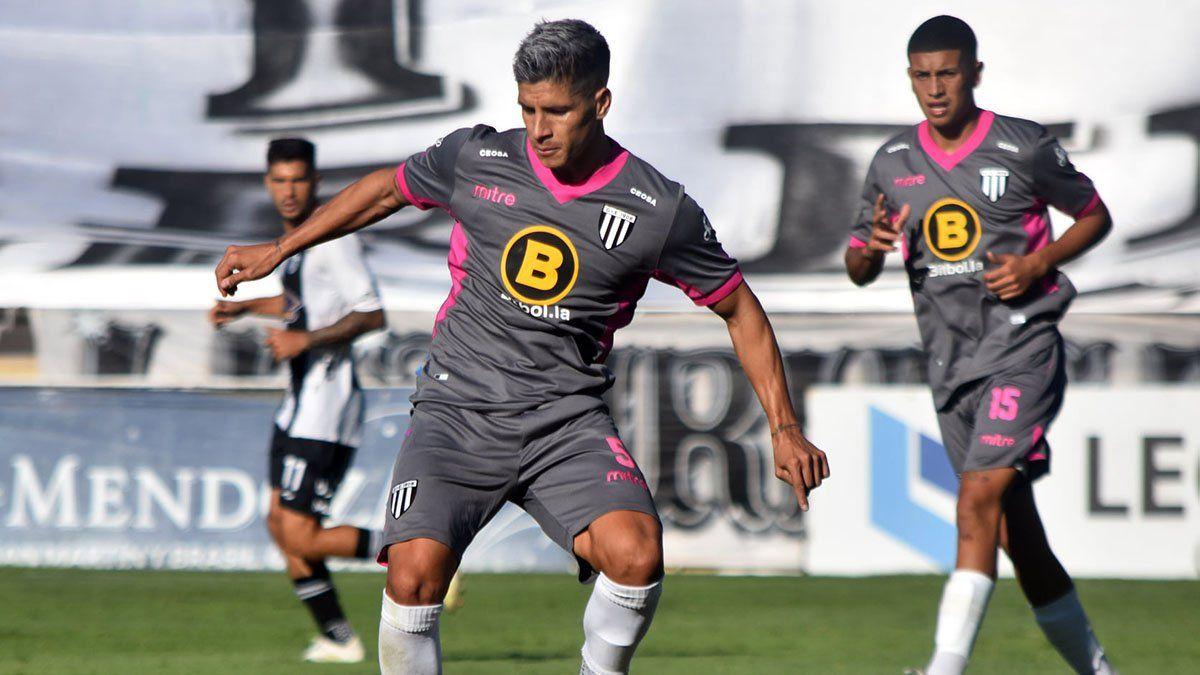 El volante Iván Ramírez destacó la personalidad del equipo en Santiago del Estero.