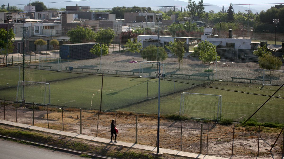 Las canchas de fútbol 5 y los jardines maternales son algunas de las actividades que se busca autorizar.