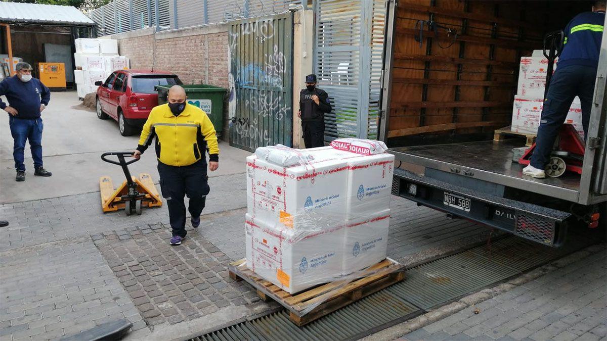 Llegaron 15 mil vacunas rusas a Mendoza