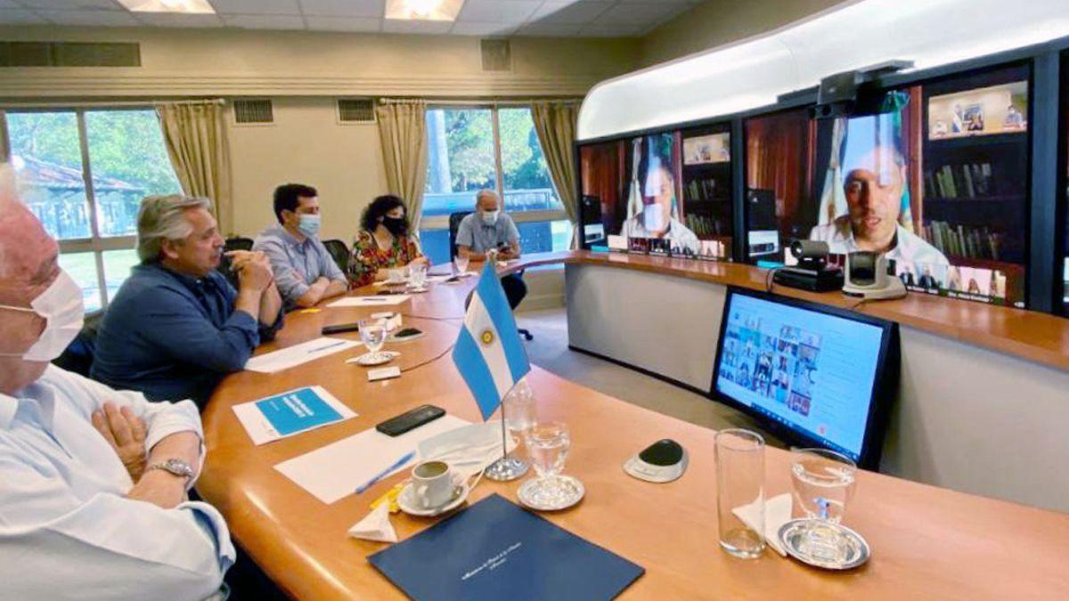 Alberto Fernández encabezará una videoconferencia con 12 gobernadores del centro y el sur para evaluar la situación sanitaria de la pandemia de coronavirus.