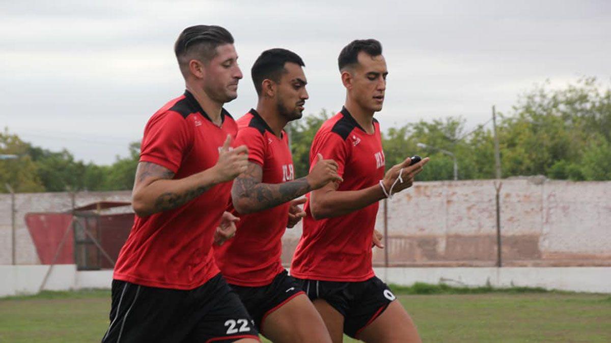 Fernando Núñez junto a Lucas Agüero y Bruno Nasta