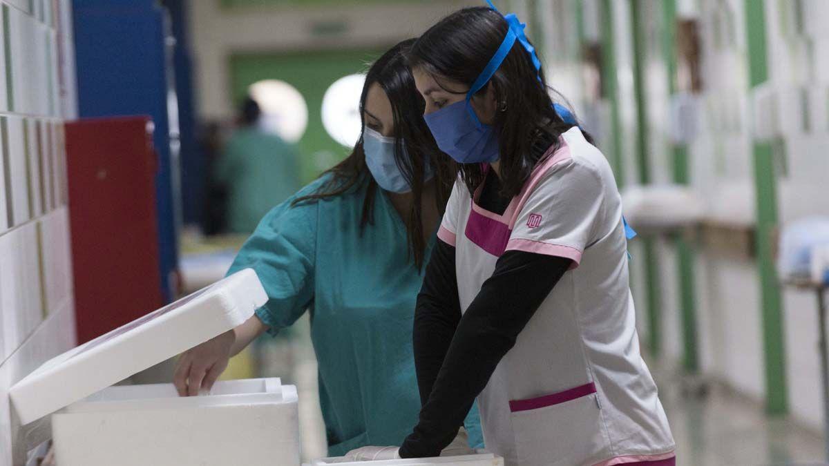 El 66% de los trabajadores de la salud se aplicaría la vacuna