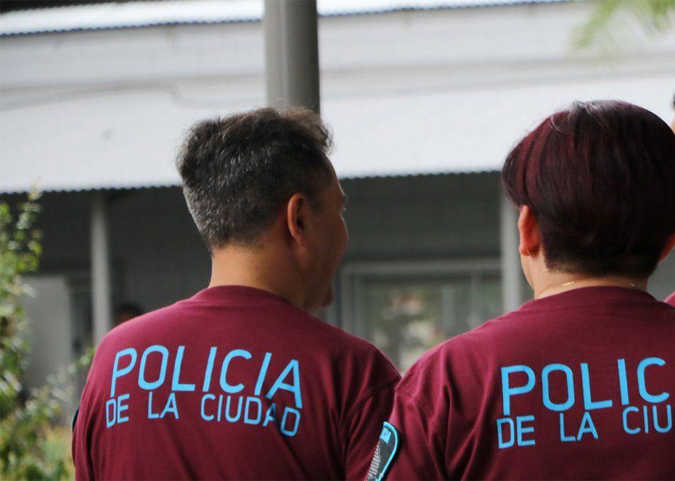 Un efectivo de la Policía de la Ciudad de Buenos Aires que estaba franco de servicio y manejaba un Uber mató a un presunto ladrón e hirió a un cómplice en Lanús