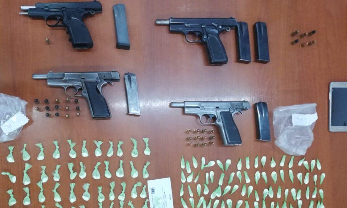 En un domicilio se encontraron cuatro pistolas 9 milímetros y cientos de dosis de cocaína.