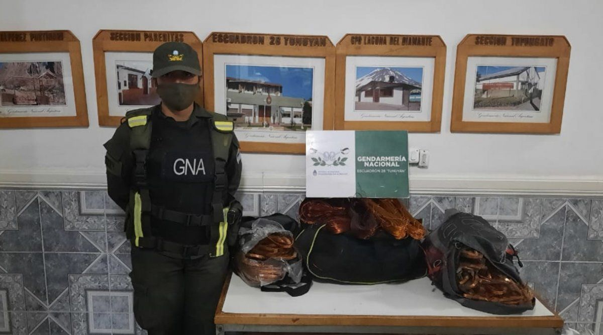 Personal del escuadrón 28 Tunuyán de Gendarmería Nacional incautó un cargamento de 90kg de cables de cobre que eran transportados en taxi por dos menores a bordo de un taxi.