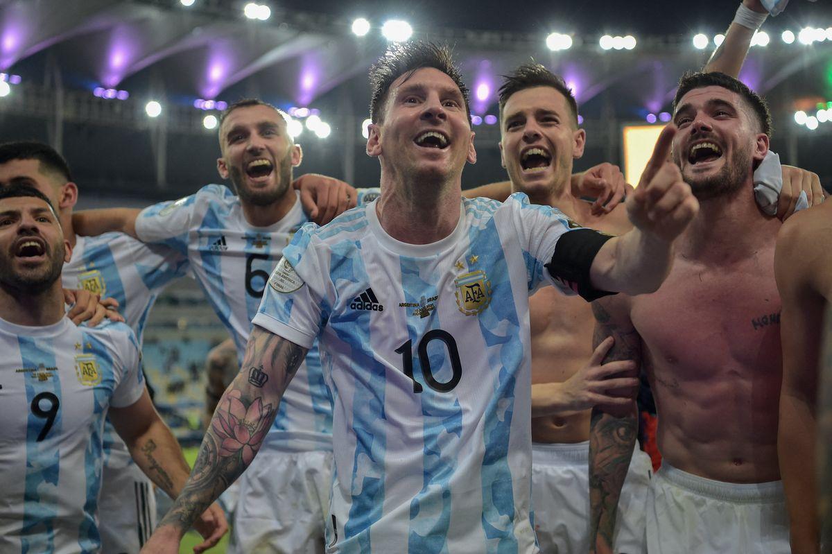 Lionel Messi festeja: la Selección Argentina rompió la sequía.
