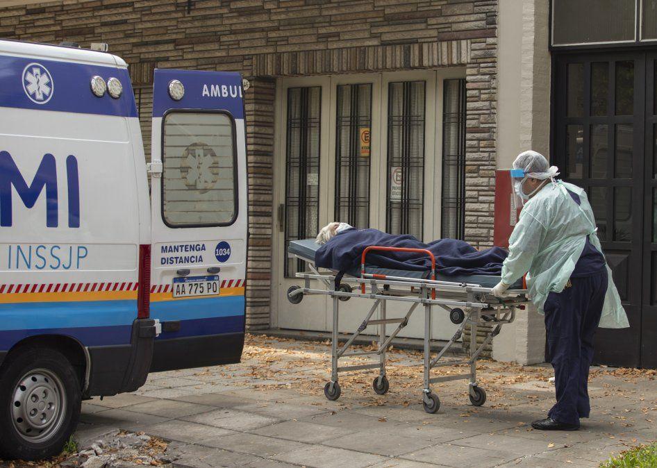 Los casos de Covid en Argentina bajaron pero el número de muertos ya pasó los 60 mil.