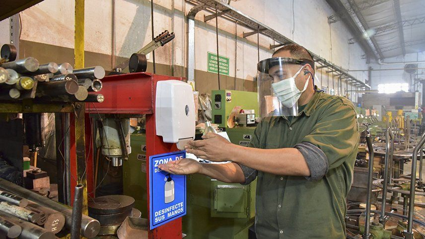 La industria cayó mas del 6% en junio, según FIEL