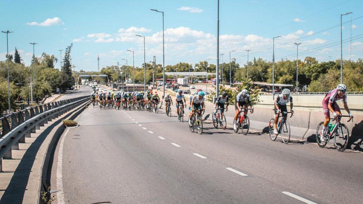 El pelotón vivió una 5ª etapa durísima de la Vuelta de Mendoza. Foto: gentileza Prensa ACM