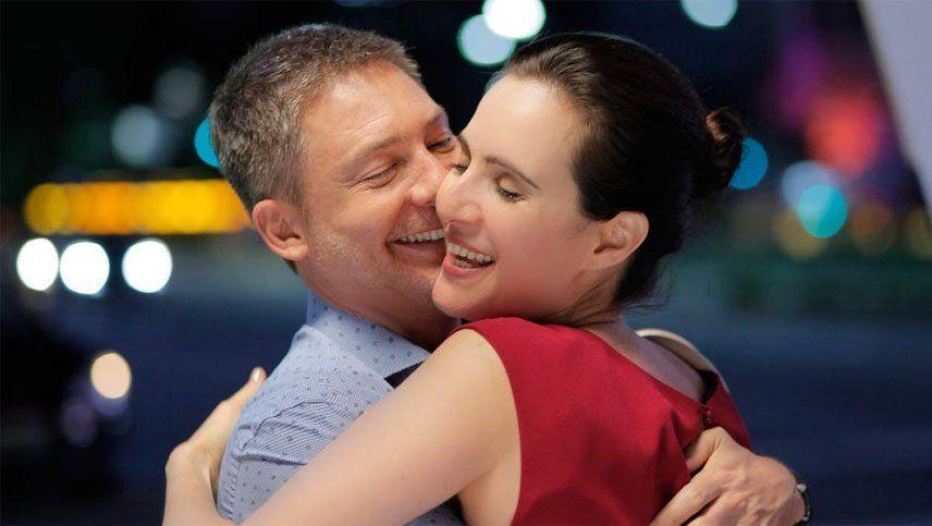 El beso de Adrián Suar y Julieta Díaz en la fiesta de Polka