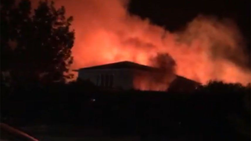 Video: se incendió una casa en el barrio Las Candelas, en Chacras de Coria