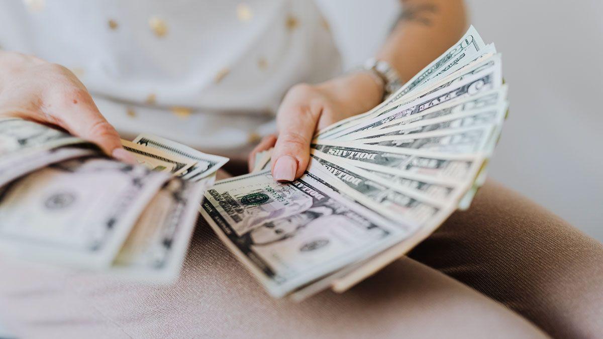 El dólar blue ceero en baja.