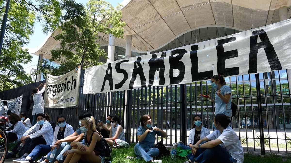 Murió un médico en medio de una protesta en Buenos Aires
