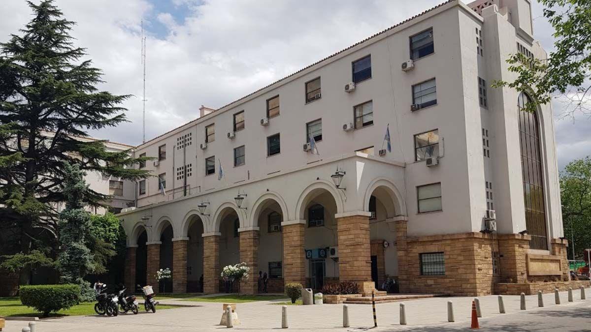 La totalidad del cuarto piso del ala oeste de la Casa de Gobierno y 4 oficinas del tercer piso fueron mal refuncionalizadas.