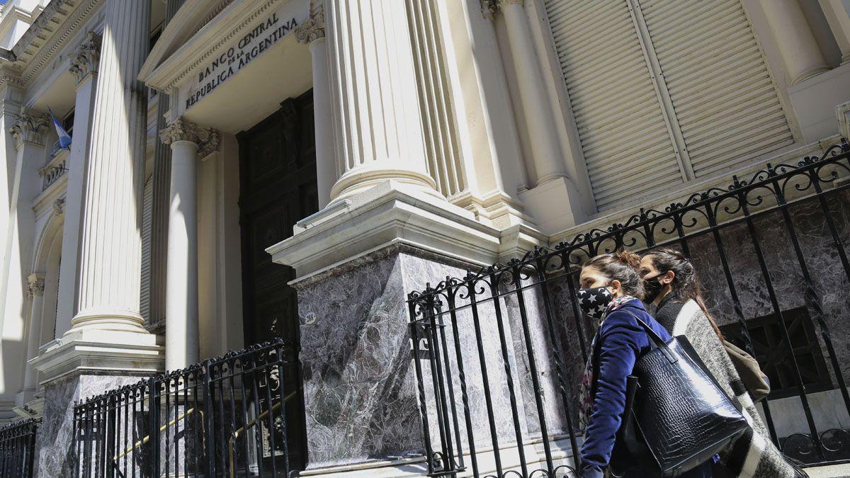 Endeudamiento. El director del Banco Central comparó distintos periodos del país.