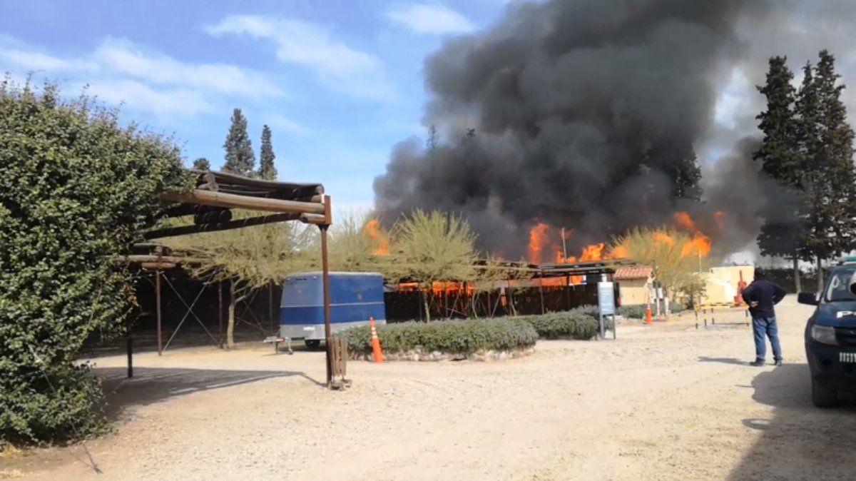 Un incendio en Perdriel preocupó a los vecinos.