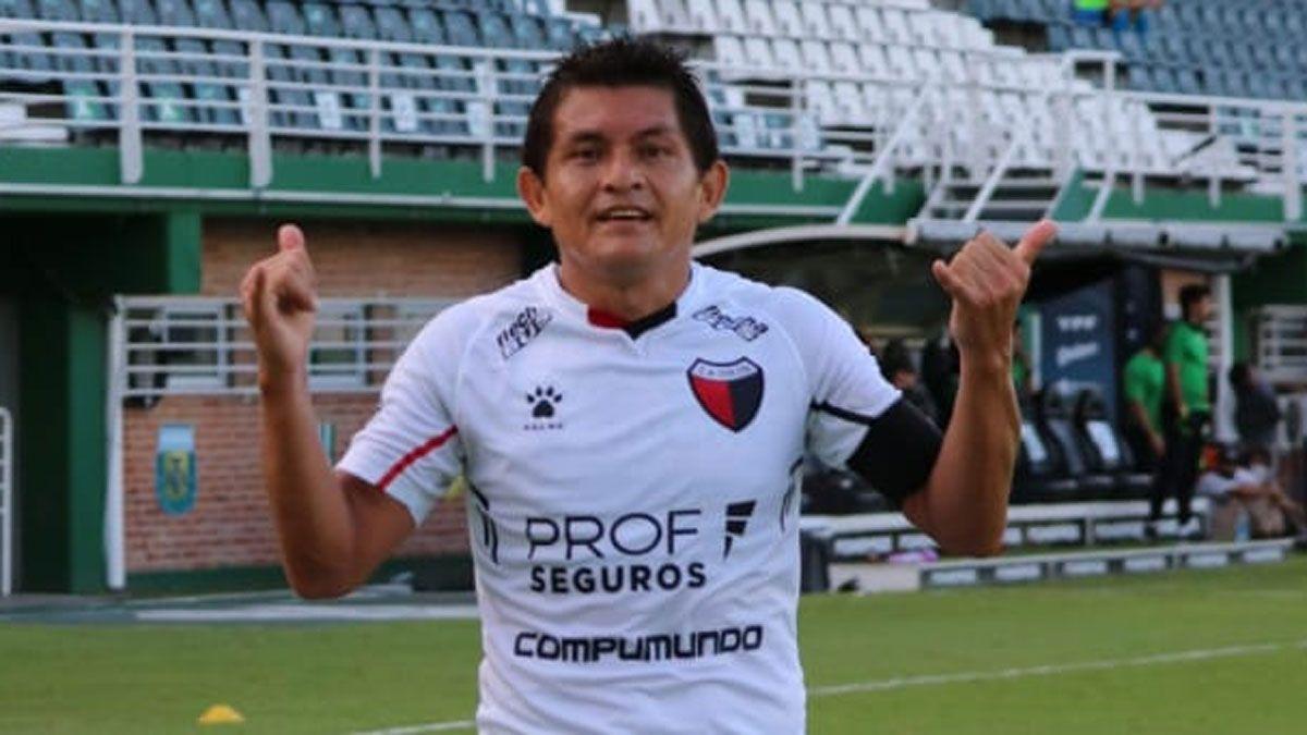 Colón goleó 3 a 0 a Banfield y es líder de la zona A