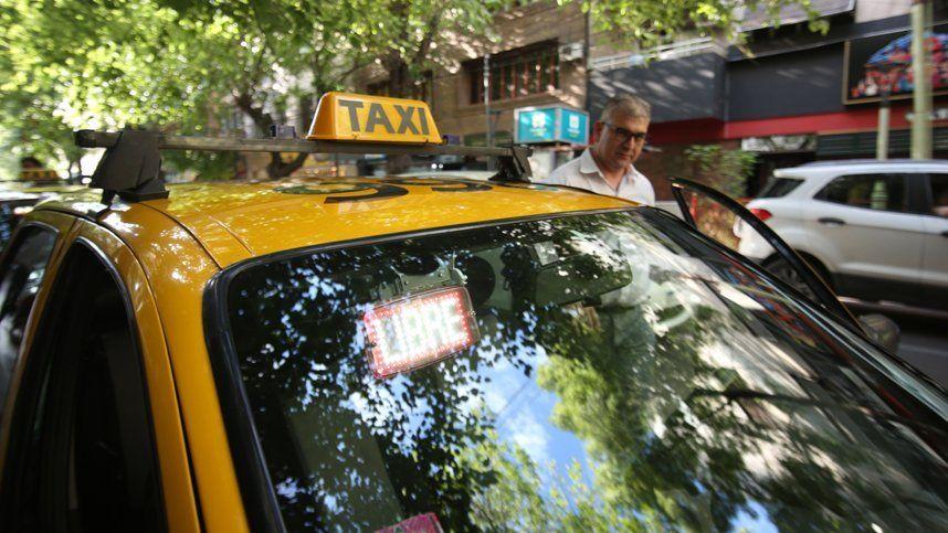 Cambio cultural: se suben al taxi o Uber para salir a tomar unos tragos