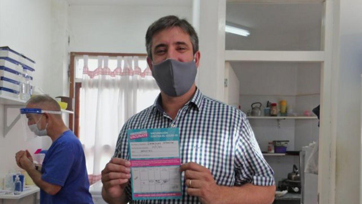 El intendente de Miramar, ya vacunado, tiene coronavirus
