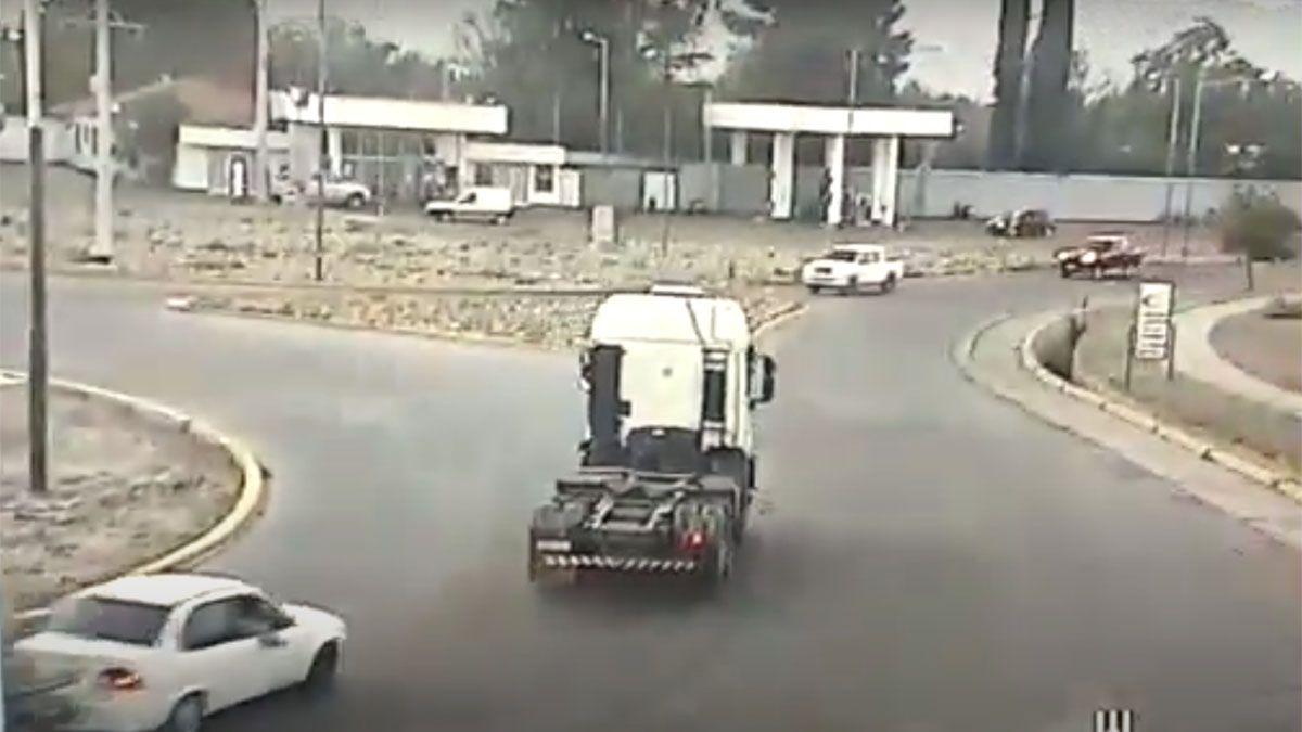 Así manejaba el camionero borracho por Maipú.