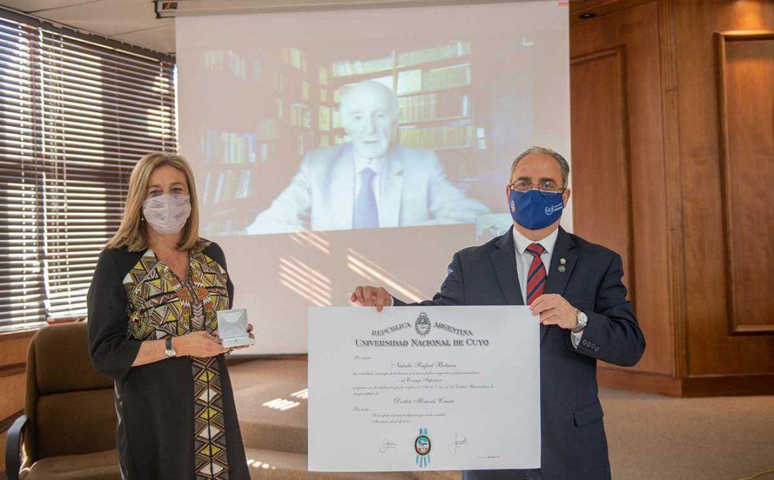 Natalio Botana recibió -en una ceremonia presencial y virtual